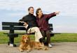 Seniorenehepaar auf Parkbank