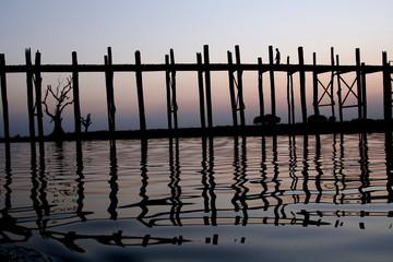 le pont U Bein sur le lac Taungthaman (Birmanie)