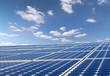 Solarpanels mit Himmel