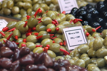 Oliven mit Chili (Naschmarkt Wien)