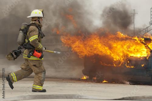Leinwanddruck Bild Firefighter in action