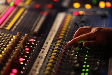 console son concert live musique ingénieur main réglage
