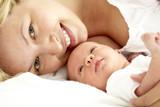 junge mama mit baby - Fine Art prints