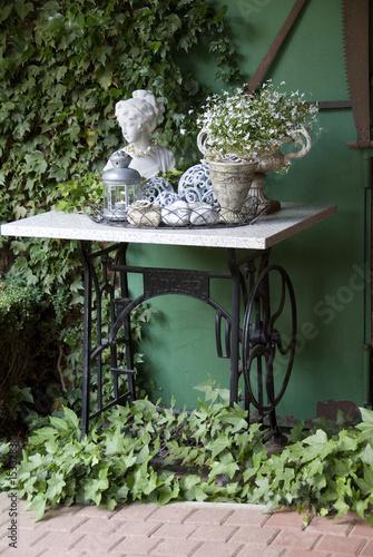 gartendeko von globalflyer lizenzfreies foto 15332838 auf. Black Bedroom Furniture Sets. Home Design Ideas