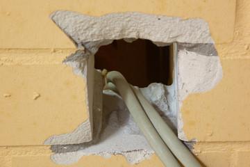 Wanddurchbruch für Stromkabel