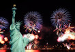 Leinwanddruck Bild - The Statue of Liberty and 4th of July fireworks