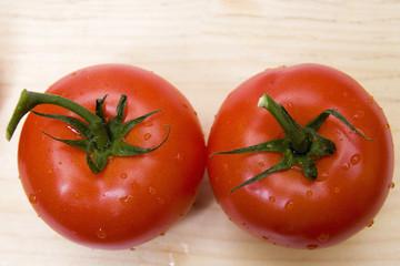 dos tomates desde arriba