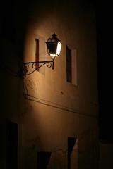 lampione urbano acceso