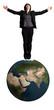 femmes d'affaires debout sur une balle en forme de la terre