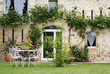 côté jardin d'une charmante maison en pierre # 02