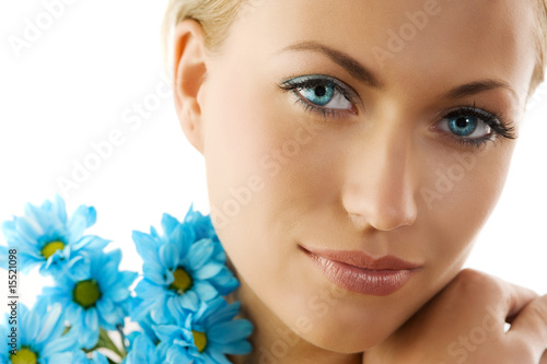 blue eyes and blue daisy