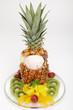 Baby-Ananas mit Eis und Fruchtsalat
