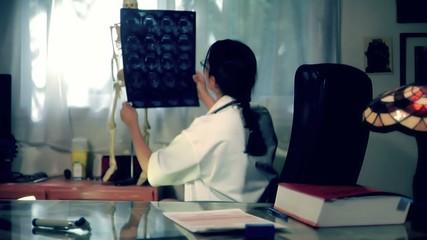 doctor working II - Médecin au travail II