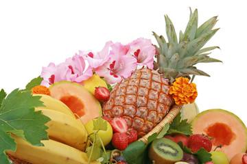 fruits tropicaux sur fond blanc