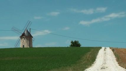 Chemin et moulin
