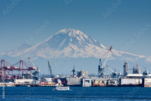 Mount Rainier and Seattle Port - 15596078