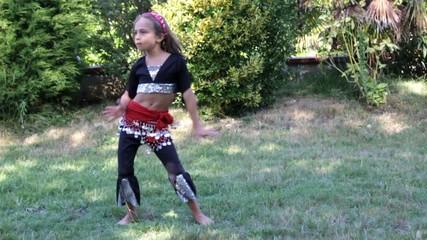 jolie petite danseuse orientale