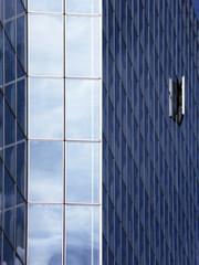 Angle d'une tour d'un immeuble d'affaires