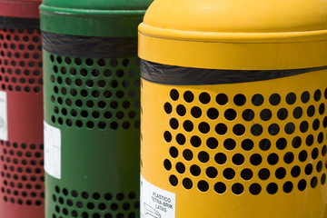 Coloured containers for waste separation
