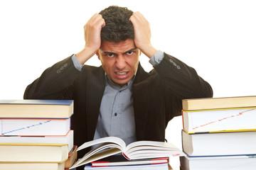 Haare raufen beim Lernen