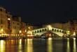 Quadro Rialto-Brücke bei Nacht