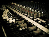 AUDIO MIXER / CONSOLE