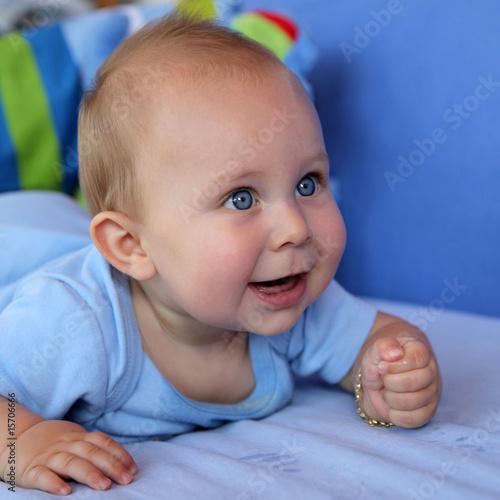 b 233 b 233 heureux et souriant sur le ventre de chantals photo libre de droits 15706666 sur fotolia