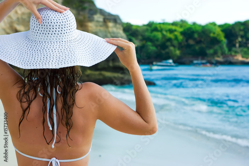 Brunette in white hat