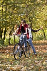 Teenager beim radfahren