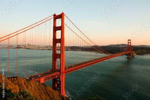 golden-gate-bridge-przy-zmierzchem