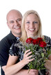 Paar mit roten Rosen