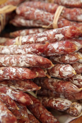 Au Marché : Fagots de saucissons, nature pur porc