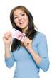 Hübsche Frau hält 10 Euro Geldschein