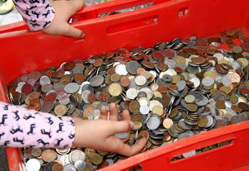 Alte Münzen in einer Kiste