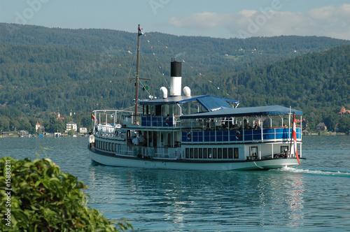 Leinwanddruck Bild Schiff auf dem Wöthersee