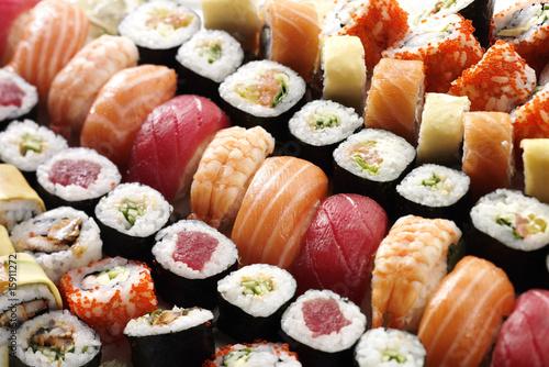 many sushi - 15911272