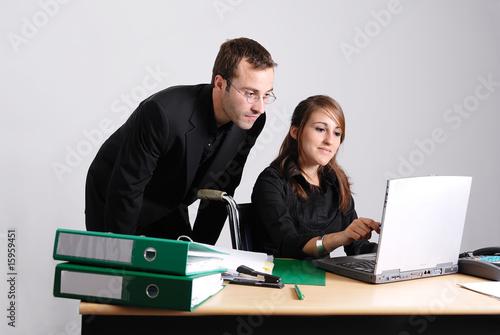homme d'affaire et femme handicapé