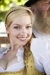 Deutschland, lächeln Bayern, Frau jung in Tracht, Portrait, close-up