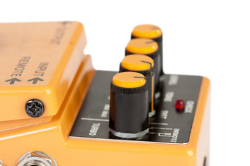 Audio distortion device
