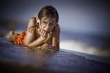 triste enfant seul solitude ennui regard abandonner garçon poster
