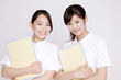 看護師女性2人のポートレート