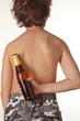 Kind mit Bierflasche