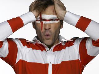 Junger Mann mit englischer Flagge auf Gesicht gemalt, Fußballfan