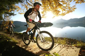 Deutschland, Bayern, Paar Mountainbike