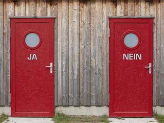 Zwei rote Türen, close-up