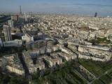Vista aerea de Paris con la torre Eifel al fondo poster