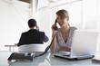 Geschäftsleute Telefonieren und Arbeiten am Laptop