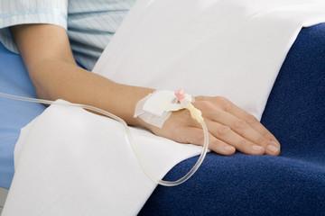 Frau Patientin bekommen eine Tropfinfusion