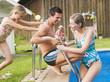 Deutschland, Bayern, Familie im Schwimmbad