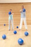 Älteres Paar Senioren mit Gymnastikball